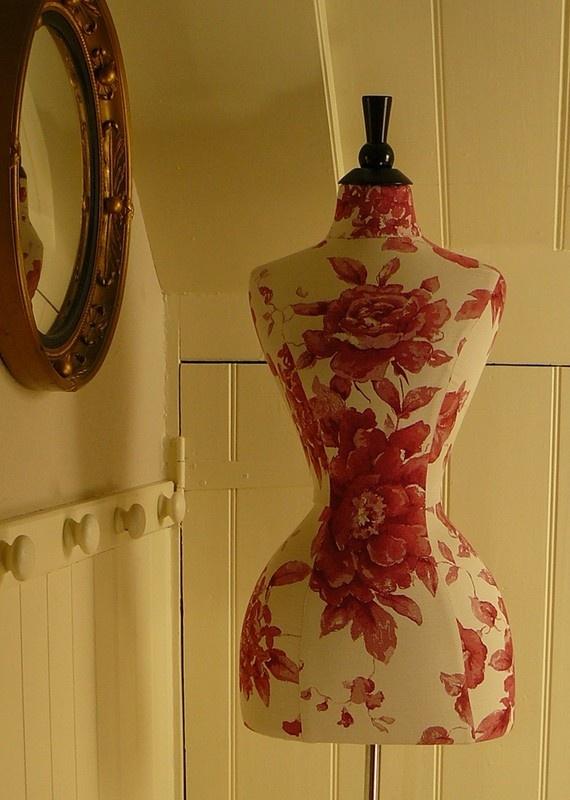 Красная надпись оса-талия форма одежды