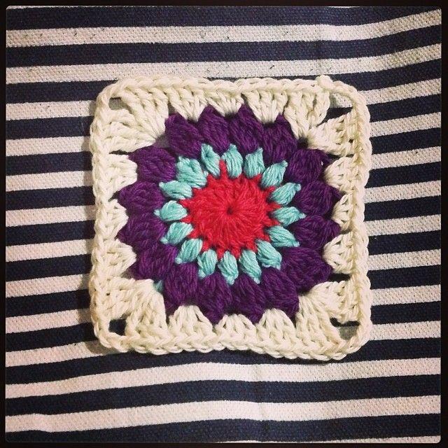 crochet starburst square - no pattern twilight taggers ...