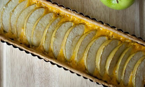 Apple Cheddar Onion tart | Can't wait for the Holidays~ | Pinterest