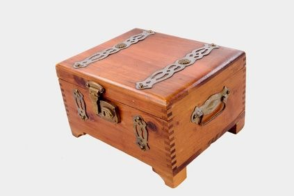 Craft ideas for a wood cigar box for Old wooden box ideas