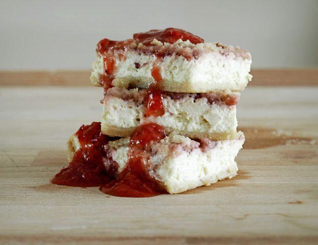 Strawberry Cheesecake Bars (Creme de la Crumb}