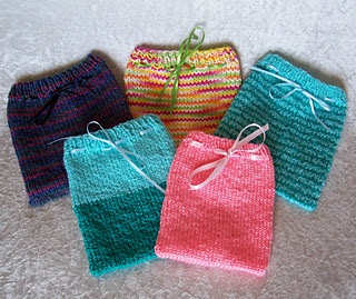 Knitted Pouch Pattern : Drawstring Pouches pattern Knitting - bags Pinterest