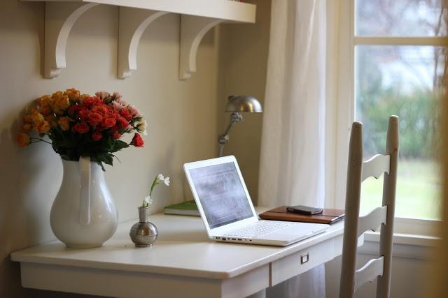 shelves above desk office pinterest. Black Bedroom Furniture Sets. Home Design Ideas