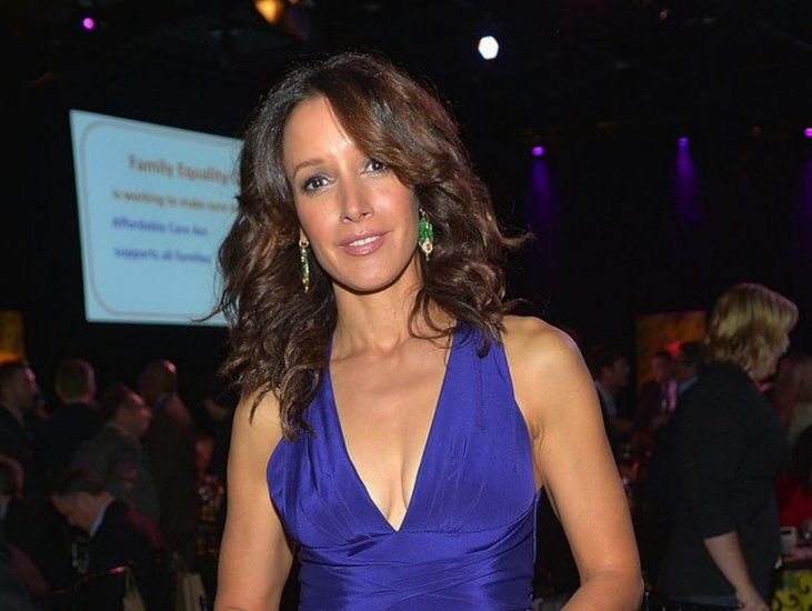 beals singles over 50 The trademark sloppy sweatshirts were allegedly born of an accident with the laundry – jennifer beals shrank a top and cut out the neck so she could still wear it.