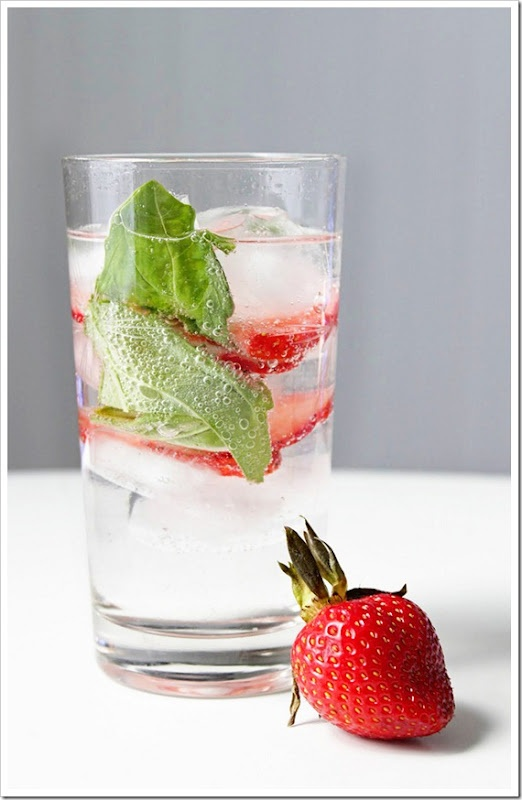 Strawberry Basil Sparkler (with vodka!)