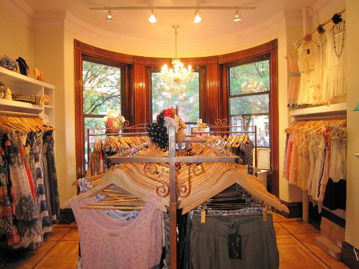 Lipstick women s clothing store--Right on Newbury Street and