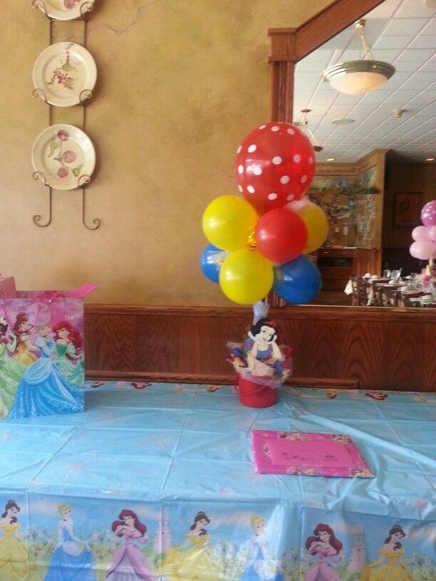 Snow white balloon centerpiece other that i love pinterest