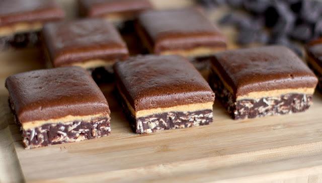 chockohlawtay: Triple-Decker Chocolate Peanut Butter Fudge