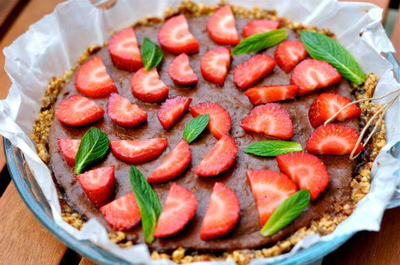 Raw chocolate and strawberry tart | yummy desserts :) | Pinterest