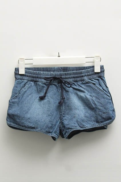 Shorts crafted in denim, featuring a shirred drawstring waist, twin slanting side pockets, stitching to the faded finish, all in a relaxed fit.