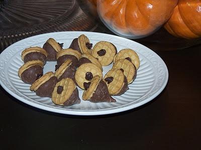 Nutter Butter Bite Acorn Cookies!