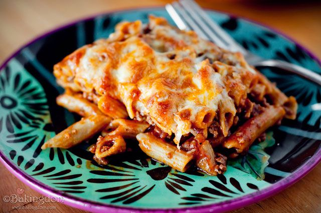 Easy Pepperoni Pizza Pasta Bake... sounds yummy!