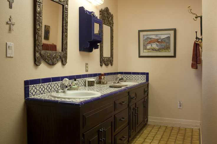 Country mexican style bathroom our home in veracruz for Mexican style bathrooms pictures