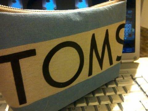 DIY: Toms Makeup Bag