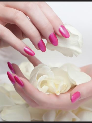 artificial nails like gel or acrylic ones, beware of the high risk