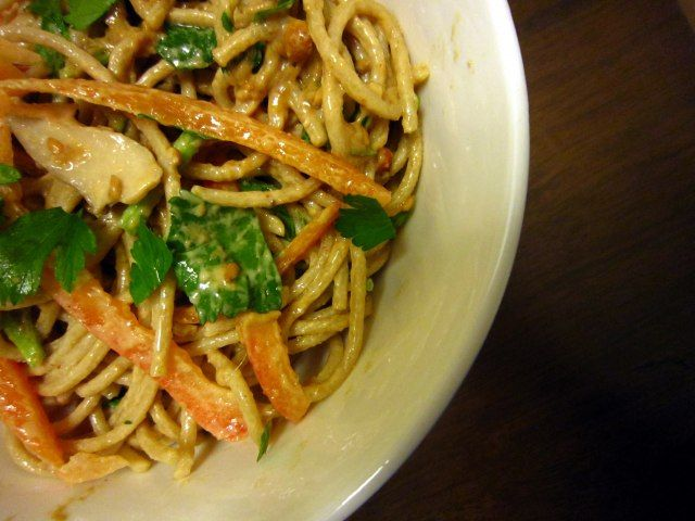 cold noodle salad with peanut sauce | Yummo | Pinterest