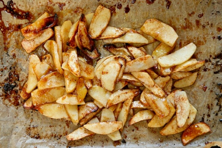 Super Simple Roasted Apples makes 4 small servings 4 Fuji apples ...