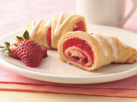 Strawberry Breakfast Crescents | Get in my Belly | Pinterest