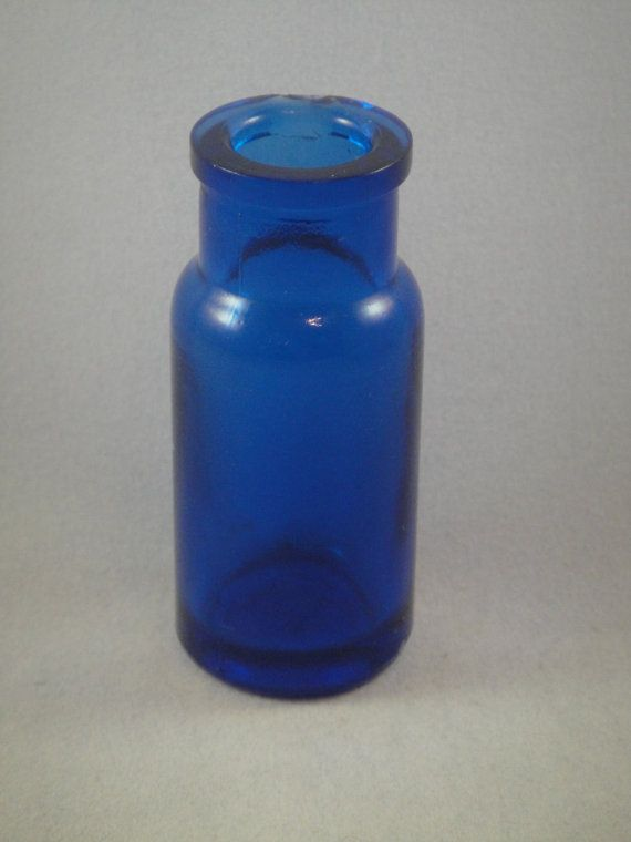 Beautiful real antique cobalt blue small glass medicine for Small pill bottles