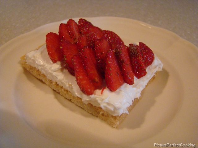 strawberry dessert pizza | frozen whipped topping | Pinterest