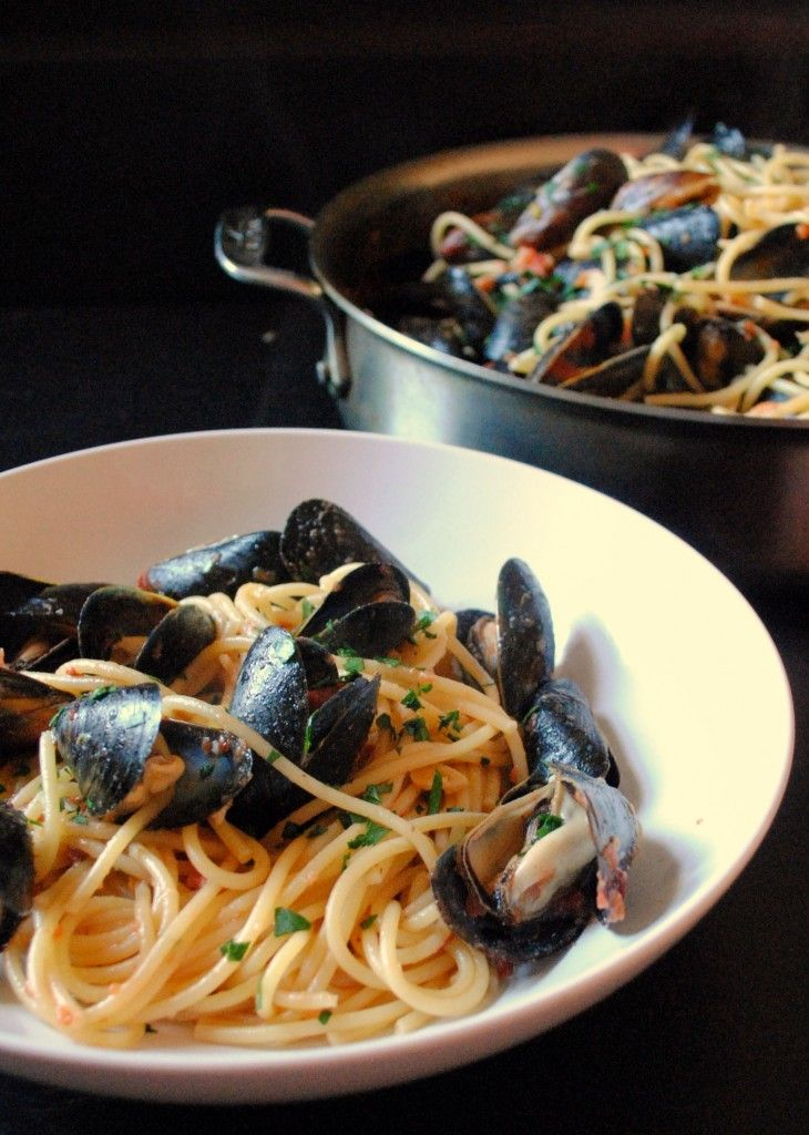 Spaghetti with Mussels in Spicy Tomato Sauce | carrot or cake - blog ...
