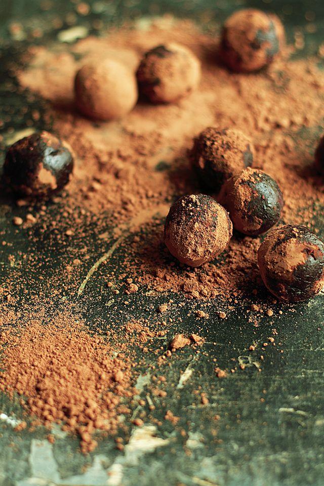 Chocolate Cinnamon Date Truffles | Amaze-Balls | Pinterest
