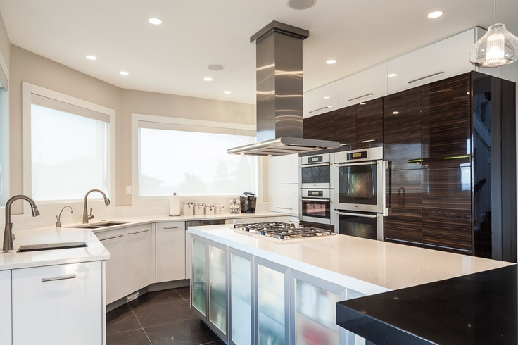This kitchen features a blend of Kitchen Craft's high gloss and