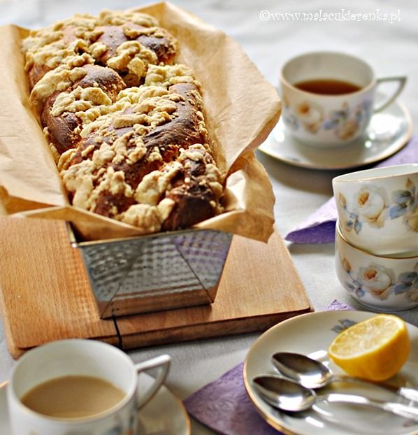 Yeast cake with chocolate and crumble | Tea Time | Pinterest