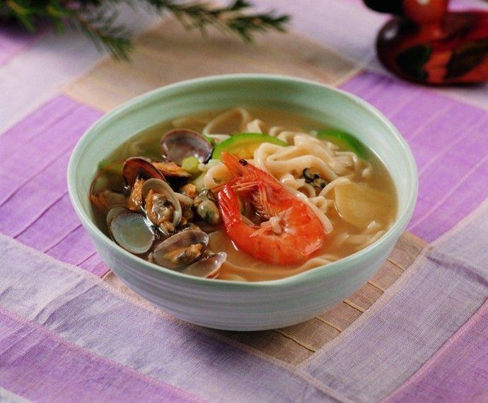 Yachae Kalguksu (Korean Knife Noodles With Vegetables) Recipes ...