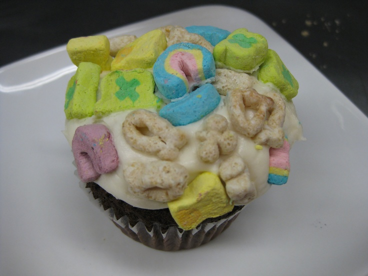Lucky Charms Cupcake! | St. Patrick's Day | Pinterest
