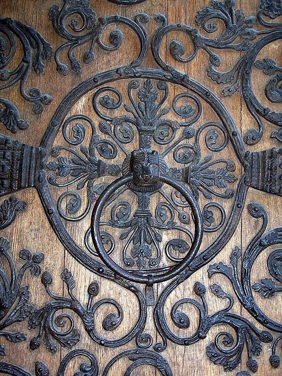 detail of the door to Notre Dame