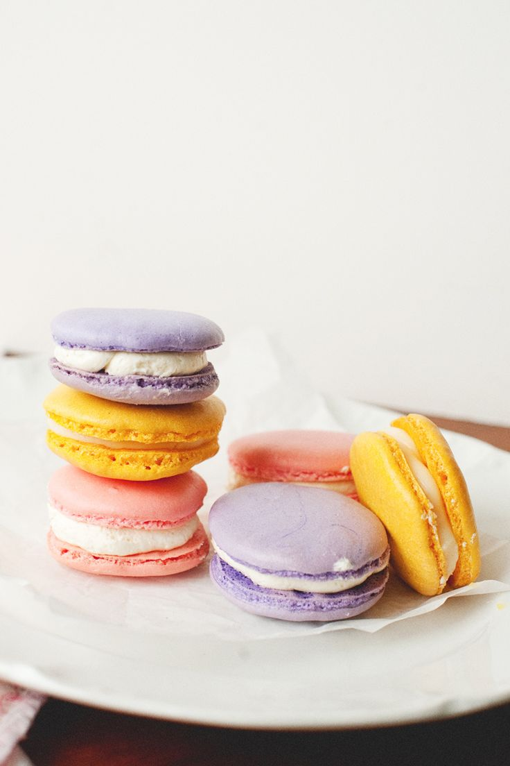 French Macarons filled with Swiss Meringue Buttercream and Strawberry ...