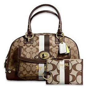 I will always love the Coach Logo handbags. This one has the matching wallet. Cute.