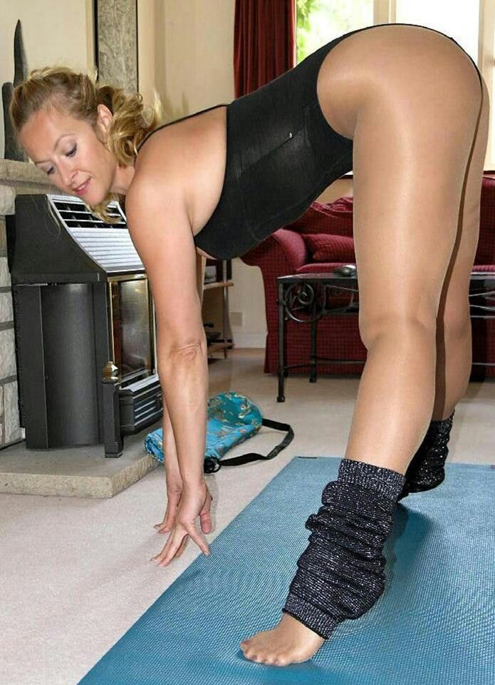 Dirty blonde chick Regina freeing hairy cunt from tights and panties № 1530091 бесплатно