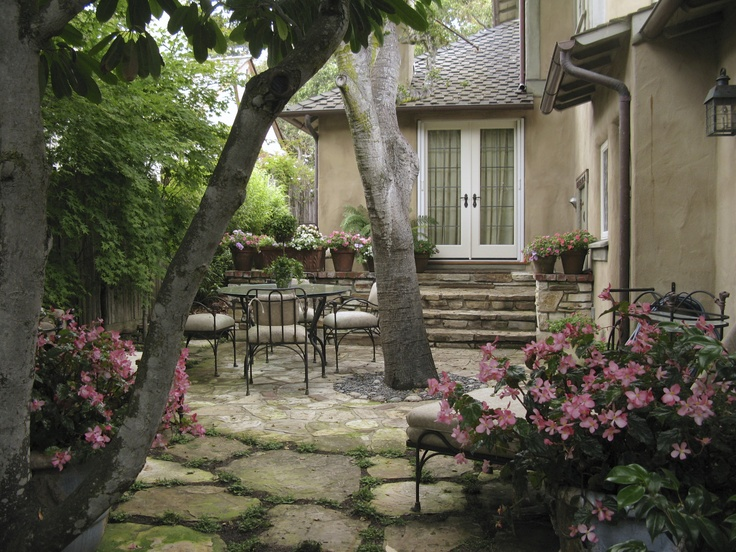 Landscaping Under The Trees : Flagstone patio under the trees landscape