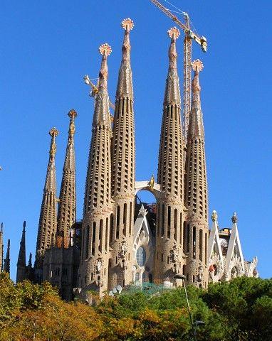Barcelona places i want to visit pinterest for La sagrada familia church