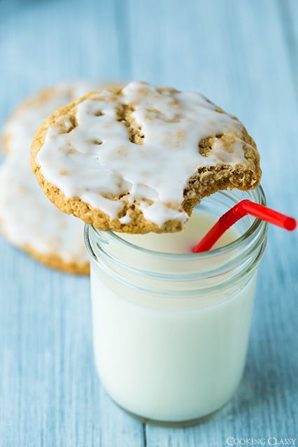 Old Fashioned Iced Oatmeal Cookies by @Jaclyn {Cooking Classy}
