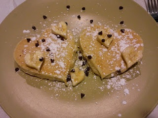 Heart-shaped Chocolate Chip Banana Pancakes. Thank you Skinny Taste ...