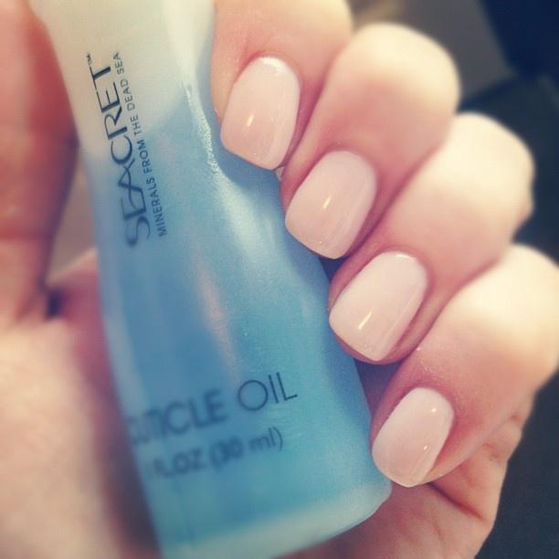 CND Shellac manicure in Romantique
