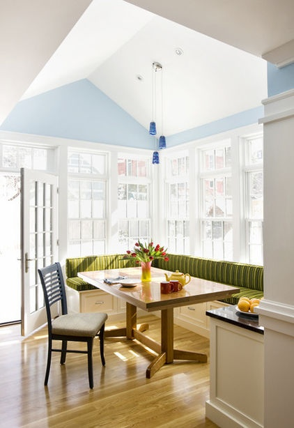 Built in corner breakfast nook for Built in kitchen nook ideas