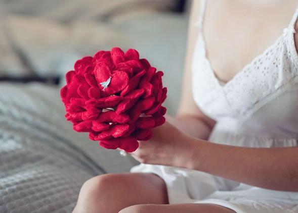 que genial!! bouquet de casamento de corações, feito em feltro...vou testar!