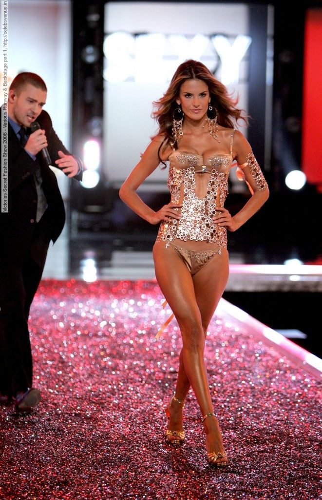 Watch This year's Victoria's Secret fantasy bra is worth 1m and looks like this video