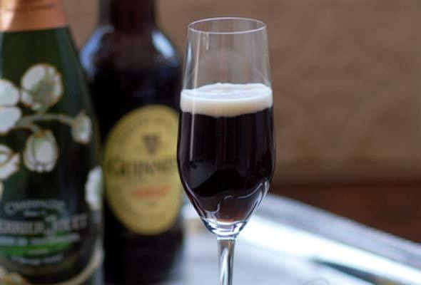Black Velvet Cocktail. Guinness Stout & Champagne
