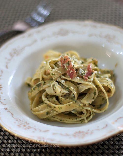 ... Fettuccine with bacon and creamy spinach sauce via Home Cooking Rocks