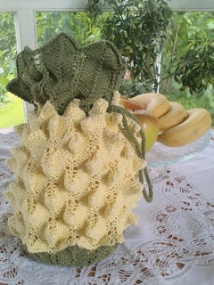 what you need to compliment your 18thC costume - a pineapple reticule ...