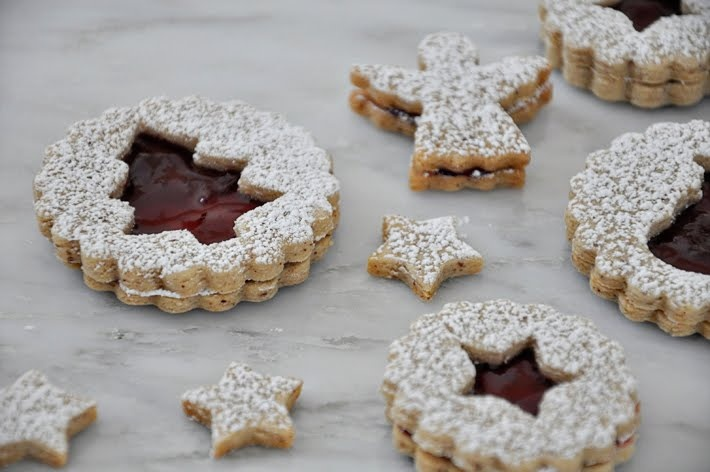 the parsley thief: Pecan Linzer Cookies with Cherry Filling