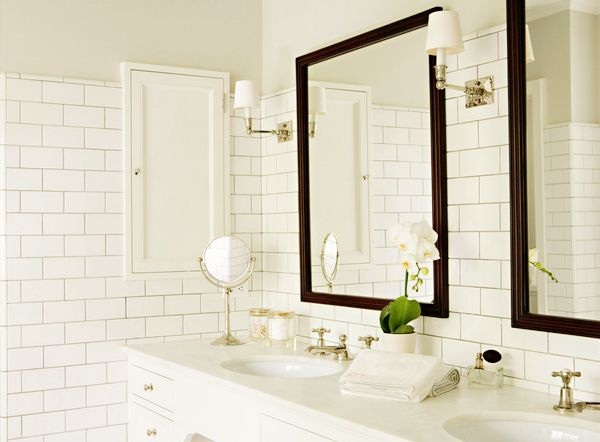light bathroom w/ dark mirrors