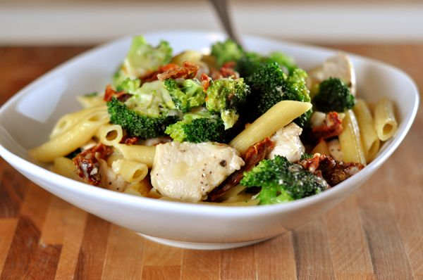 Fan-flippin-tastic Skillet Chicken Pasta with Broccoli and Sun Dried ...