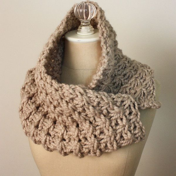 Knitted Cowl Pattern Using Bulky Yarn : Asterisque Cowl Knitting Pattern