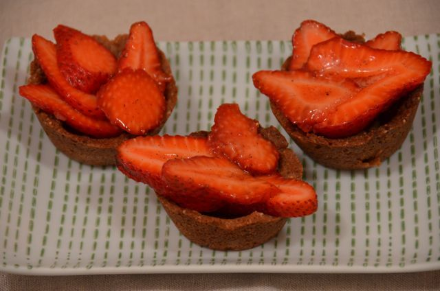 Loves M: recipe: strawberry tarts with ginger-nut crust